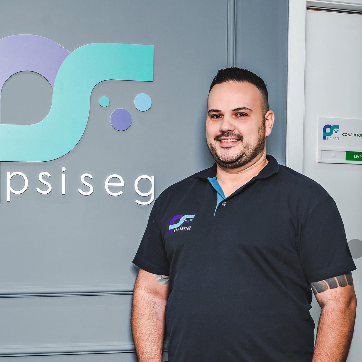 https://www.psiseg.com.br/wp-content/uploads/2020/10/danilo-equipe.jpg